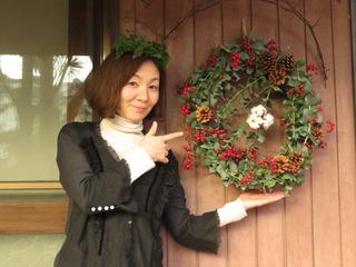 クリスマスリースとはるひちゃん.jpg